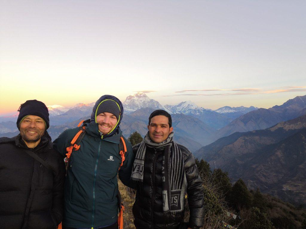 Porter, Mann und Trekking Guide im Himalaya