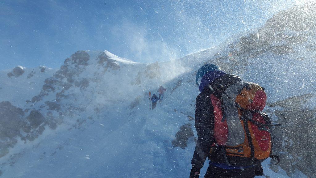 Bergsteiger auf dem Weg zum Gipfel