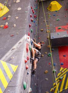 Klettern lernen in der Kletterhalle
